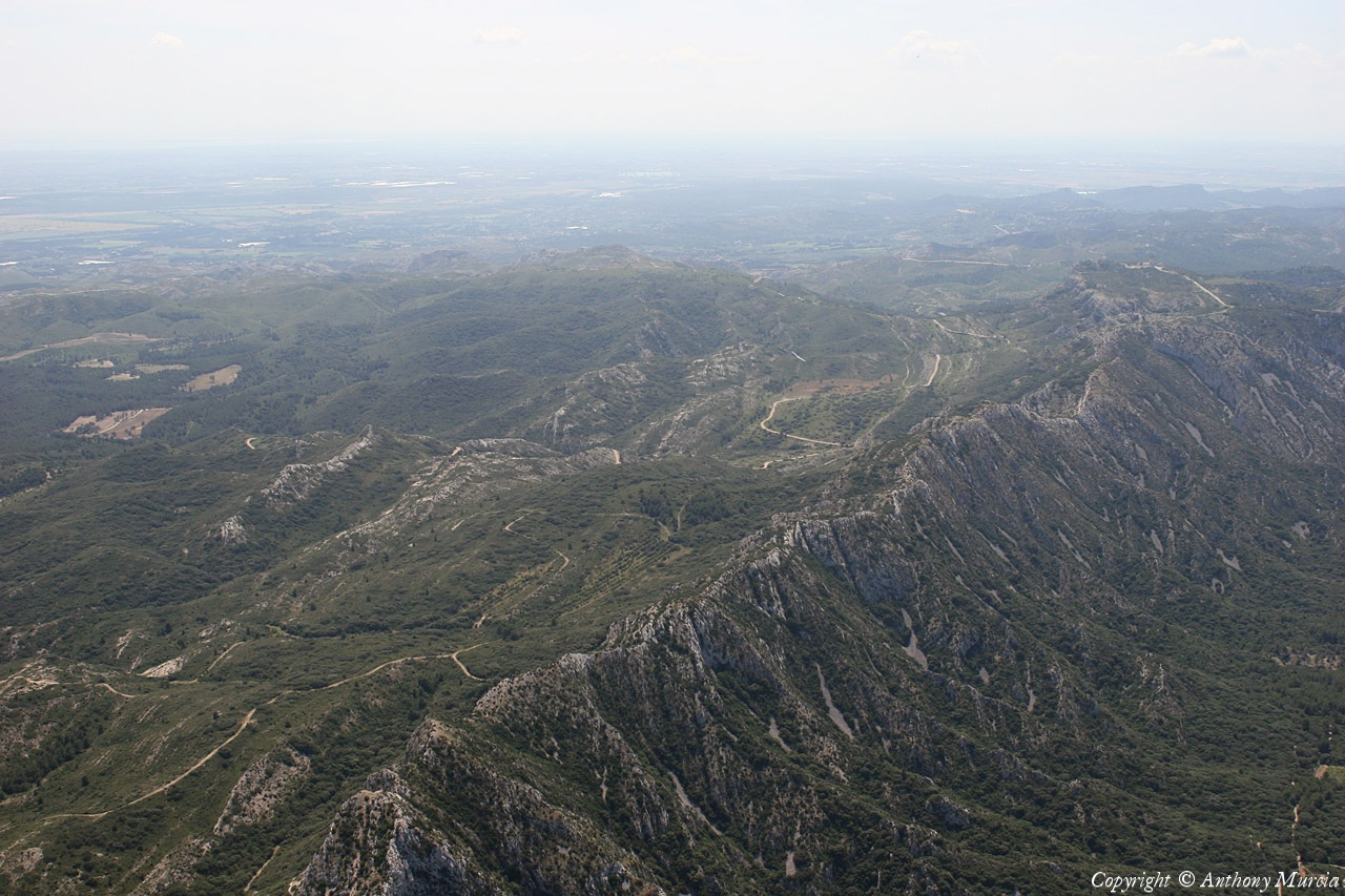Photo a rienne de massif des alpilles bouches du rh ne 13 for Bouches du rhone 13