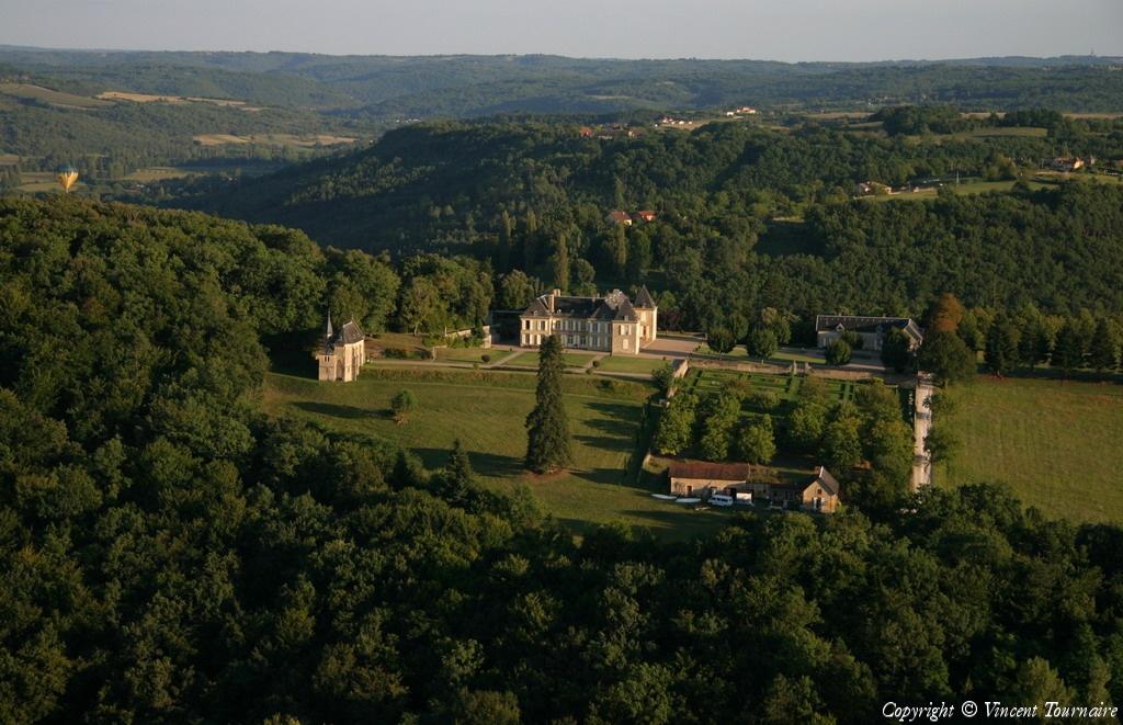 Top Photo aérienne de Château de Lacoste - Dordogne (24) XT37
