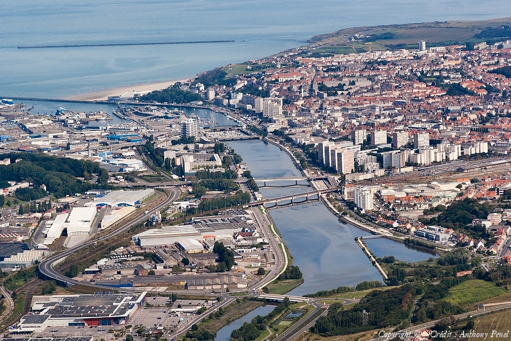 Photo a rienne de france la france vue du ciel survol for Boulogne sur mer piscine